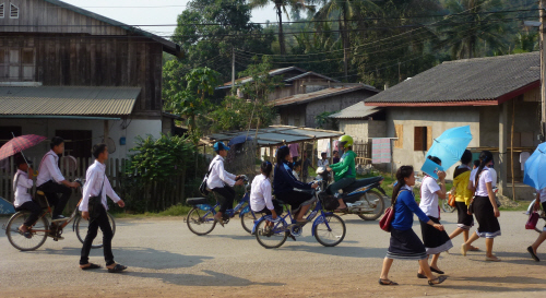 Day-time entertainment in Nambak – watching the school run.
