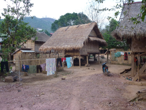On first appearance the Tai Lue village looked very similar to the Khmu villages.