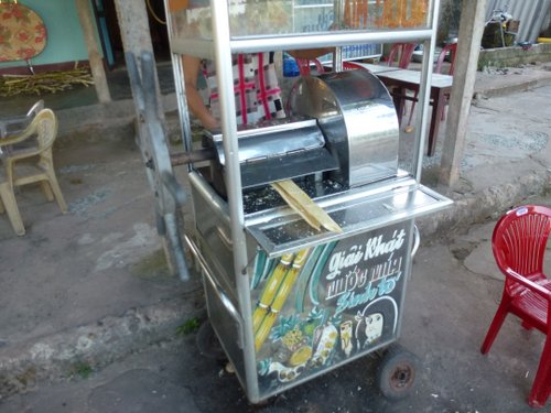 Freshly squeezed sugar cane juice....delicious!