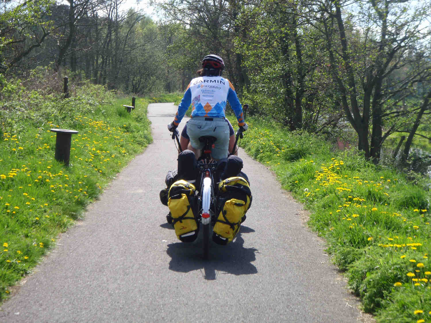 Sagging panniers on ExtraWheel trailer in April 2011