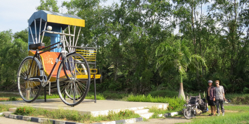 Next to a giant trishaw between Melaka and Muar.