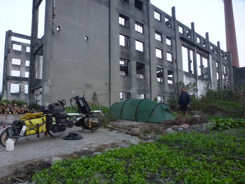 Our last campsite before Chengdu, hidden behind a derelict factory, amidst the allotments of cabbages and beans